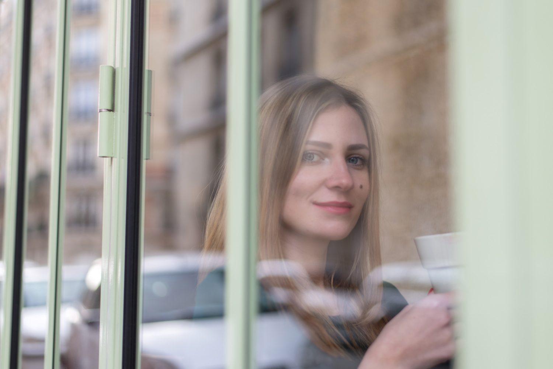 ガラスを通すことで適度にコントラストが下がり、幻想的な雰囲気に仕上げる
