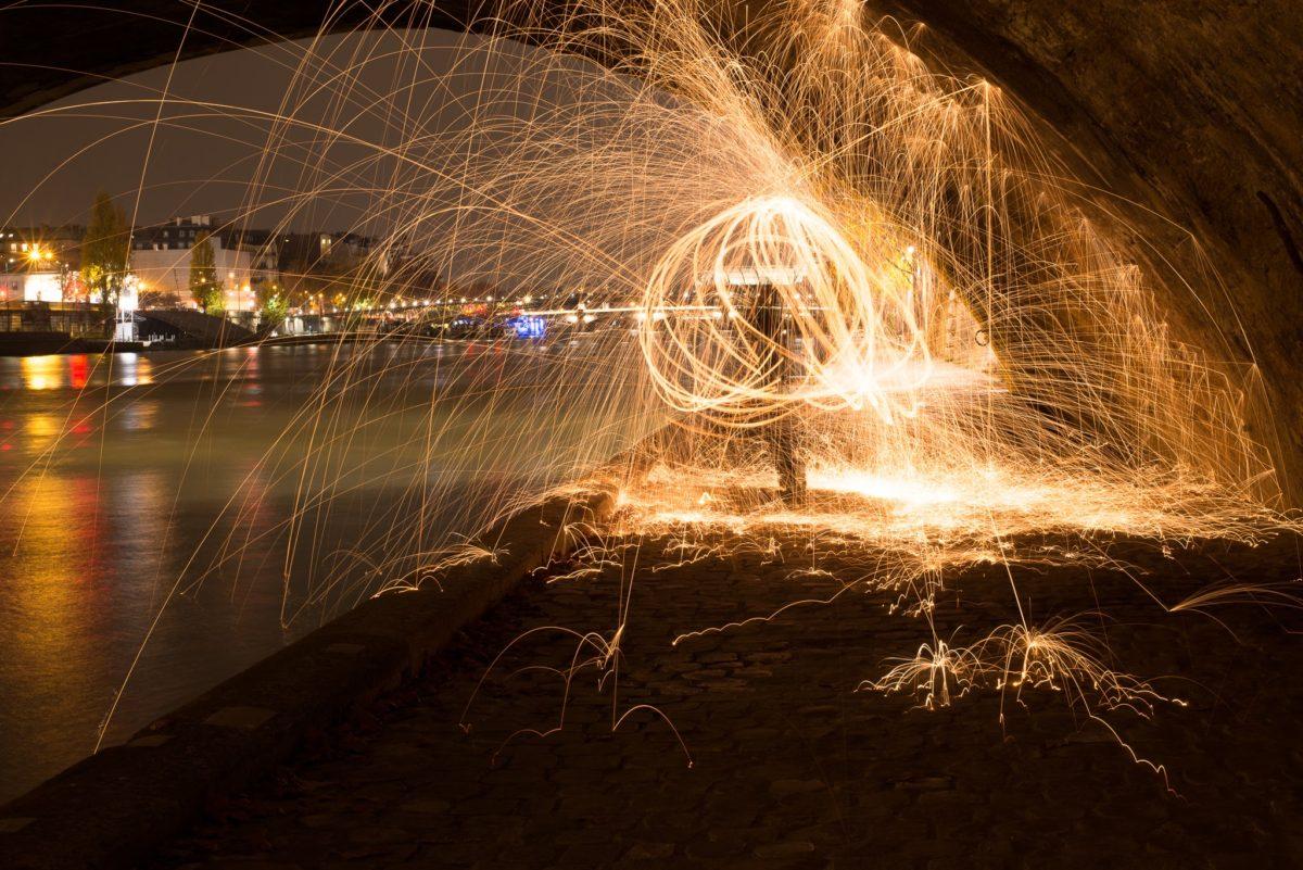 セーヌ川でライトドローイング