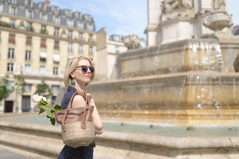 パリジェンヌモデルとパリ6区サンシュルピス教会前で広告撮影