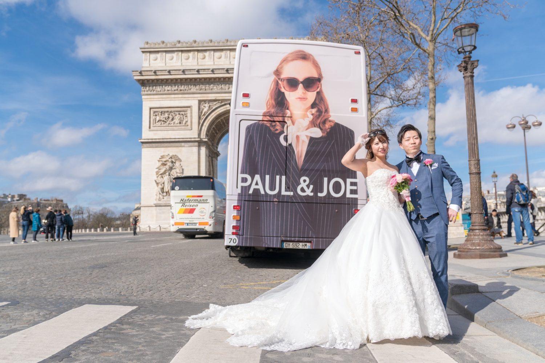 バス背面ファッション広告だってパリらしいウェディングフォトアイテム