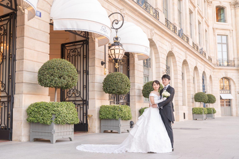 オテル・リッツ・パリ前でロマンチックウェディングフォト