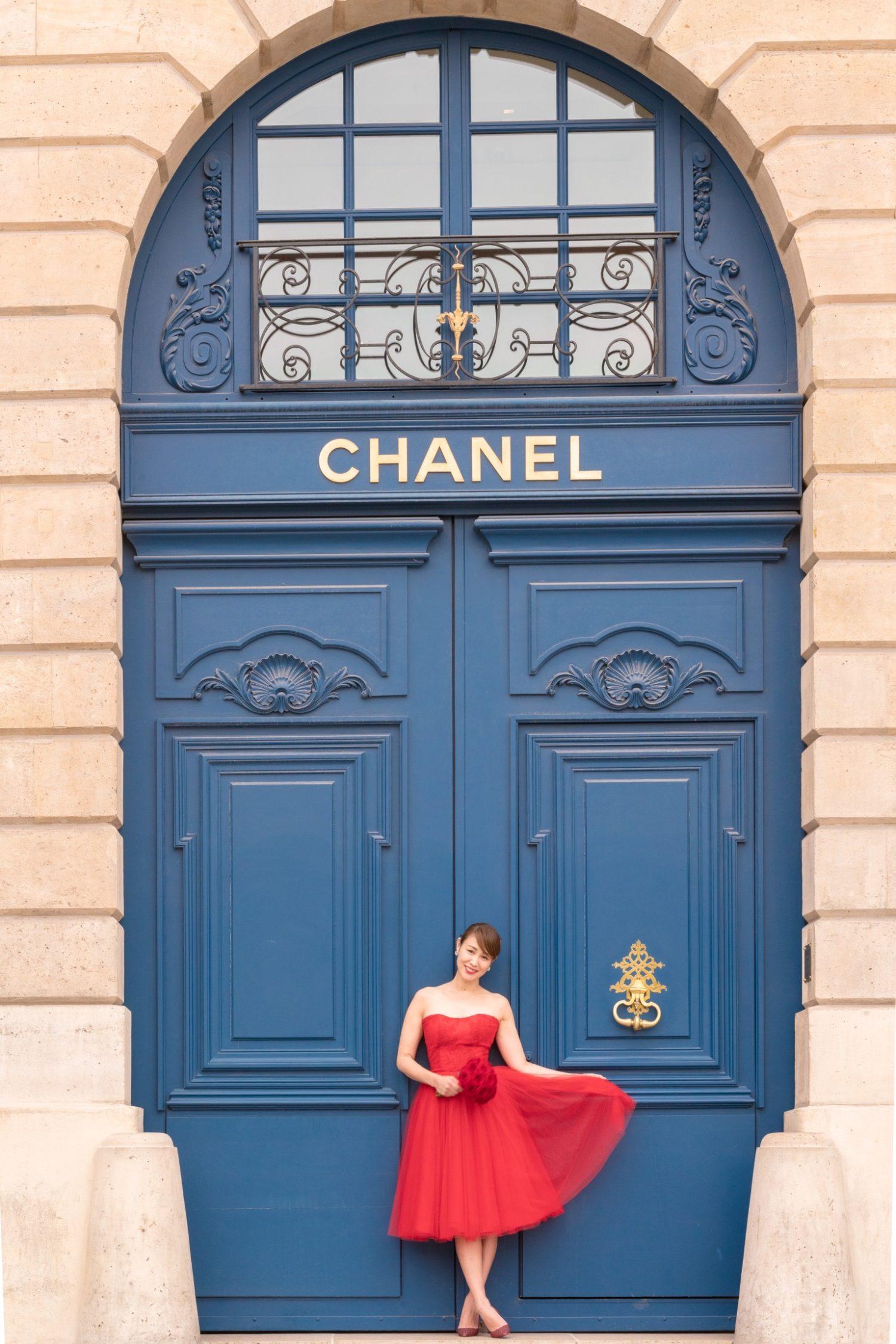 シャネル・パリ店前で花嫁のソロウェディングフォト